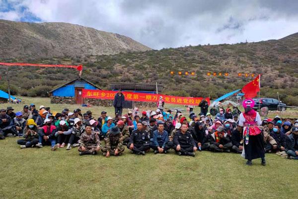 海拔4300米的香格里拉虫草山上的歌舞盛宴