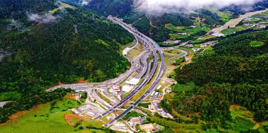 云南迪庆首条高速公路香丽高速全线投运